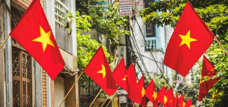 Treo cờ dịp nghỉ Tết
